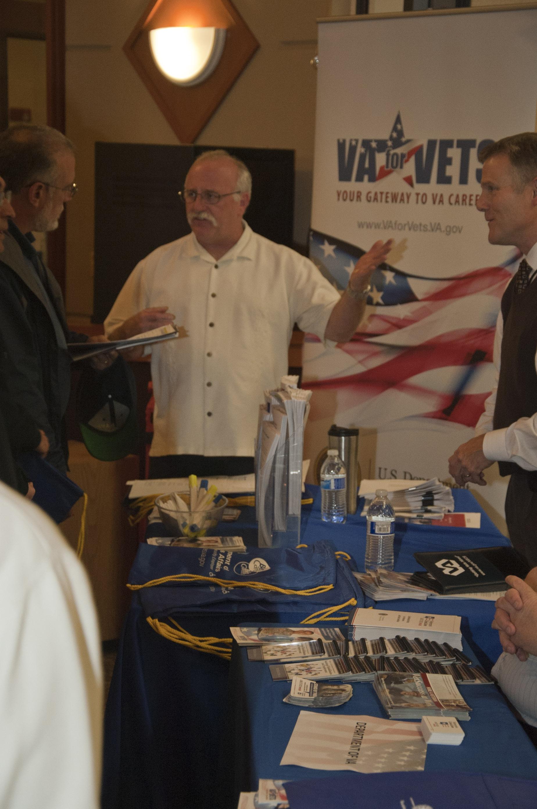 active duty sailors  veterans attend job fair in pacific northwest