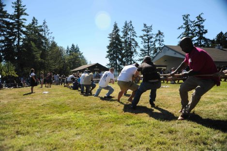 140905-N-JY507-001 OLYMPIA, Wash. (Sept. 5, 2014) – Members of the military and the Olympia Yacht Club (OYC) compete against each other in a tug-of-war during the 52nd Foofaraw Military Appreciation day. Foofaraw is an annual military appreciation event hosted by OYC and provides local military forces an opportunity to enjoy a day of fun and relaxation on Puget Sound. (U.S. Navy photo by Mass Communication Specialist 3rd Class Seth Coulter/ Released)