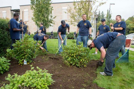 (Sept.9, 2014). Chief Petty Officer (CPO) selects from Navy Region Northwest work together to rake leaves, pull weeds and trim bushes around the Washington Veterans Home's campus. The selectees are all currently participating in Phase II of CPO 365. (U.S. Navy photo by Mass Communication Specialist 3rd Class William Blees/Released)