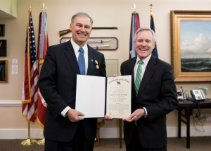 150220-NAC887-002  WASHINGTON (Feb. 20, 2014) Secretary of the Navy (SECNAV) Ray Mabus, right, presents the Department of the Navy's highest award for civilians, the Navy Distinguished Public Service Medal, to Washington Gov. Jay Inslee. Mabus presented Inslee with the award for his exemplary service and support of the Navy and Marine Corps. (U.S. Navy photo by Chief Mass Communication Specialist Sam Shavers/Released)
