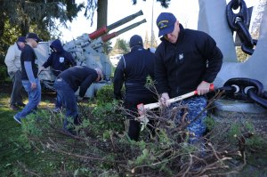 150228-N-OO032-059 BREMERTON, Wash. (Feb. 28, 2015) -- Command Master Chief Wade Tandberg, a native of Renton, Wash., and USS Bremerton's (SSN 698) Chief of the Boat, removes shrubbery with his Sailors in a joint effort with the Bremerton-Olympic Peninsula Council of the U.S. Navy League and Kitsap County into beautify Fischer Park in East Bremerton, Feb 28.  The Sailors were estimated to have cleared more than two tons of debris and shrubbery at the park and laid approximately 140 feet of bed work as a part of continuing efforts to strengthen its rapport with the community since being jointly adopted by the City of Bremerton and the Navy League Bremerton-Olympic Peninsula Council in 2011. (U.S. Navy Photo by Mass Communication Specialist 2nd Class Cory Asato/Released)