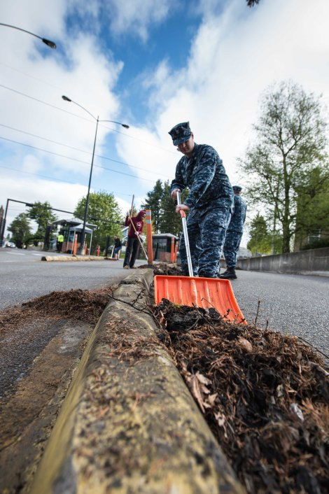 150422-N-JY507-058  BREMERTON, Wash. (April 22, 2015) Operations Specialist 2nd Class Ryan Freeman, attached to Naval Base Kitsap-Bremerton operations, participates in a base-wide Earth Day cleanup. (U.S. Navy photo by Mass Communication Specialist 3rd Class Seth Coulter/Released)