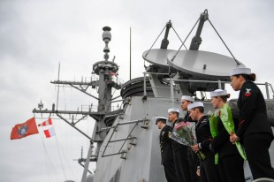 181121-N-DA737-0086 EVERETT, Wash. (Nov. 21, 2018) Sailors aboard the guided-missile destroyer USS Shoup (DDG 86) man the rails as they return to their homeport of Naval Station Everett (NSE). NSE's mission is to provide a secure platform for Navy and Coast Guard forces, important mission capabilities, and quality of life for service members and their families. (U.S. Navy photo by Mass Communication Specialist 2nd Class Jonathan Jiang/Released)